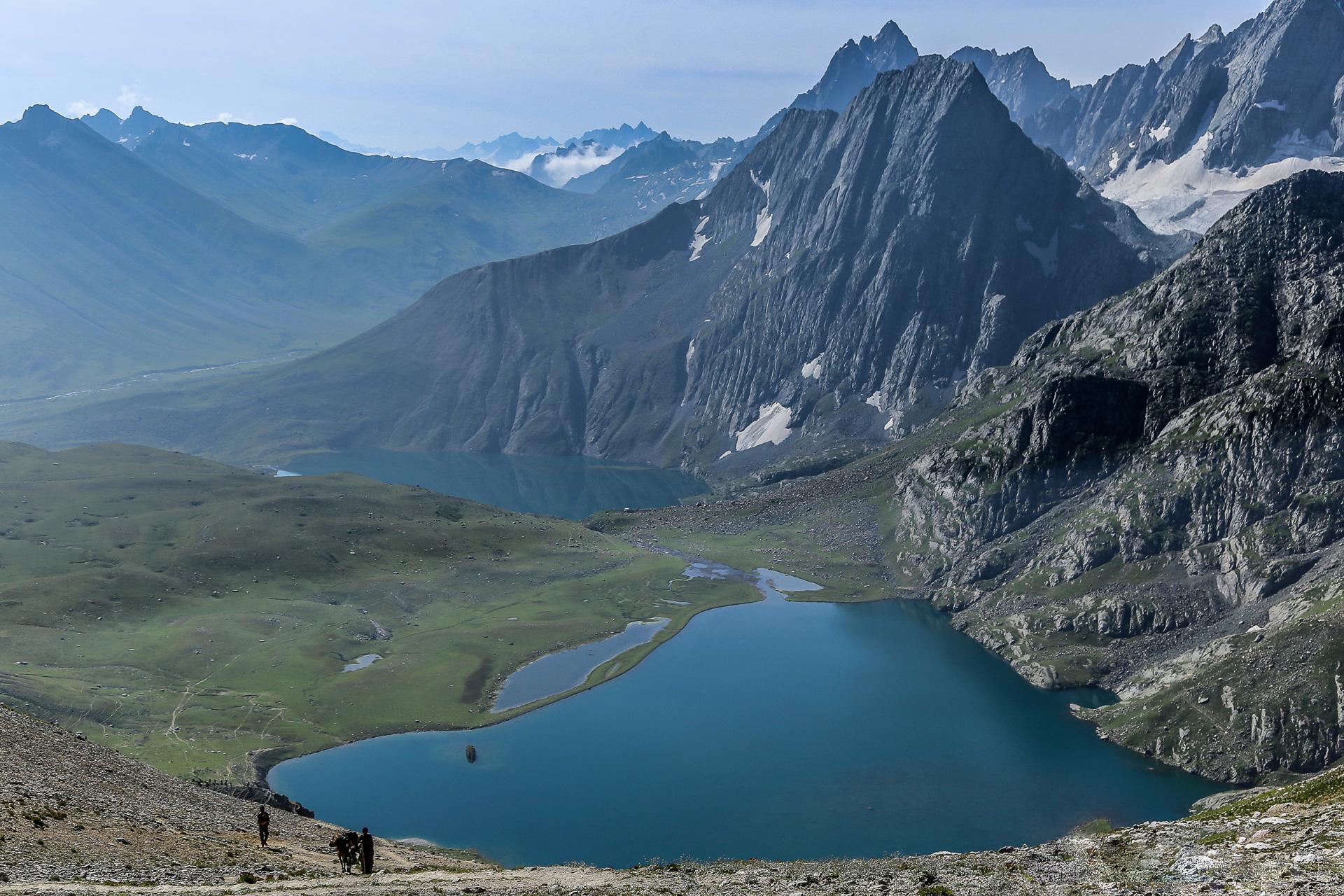 Kishansar-and-Vishansar-lake from the Great Lakes of Kashmir Trek