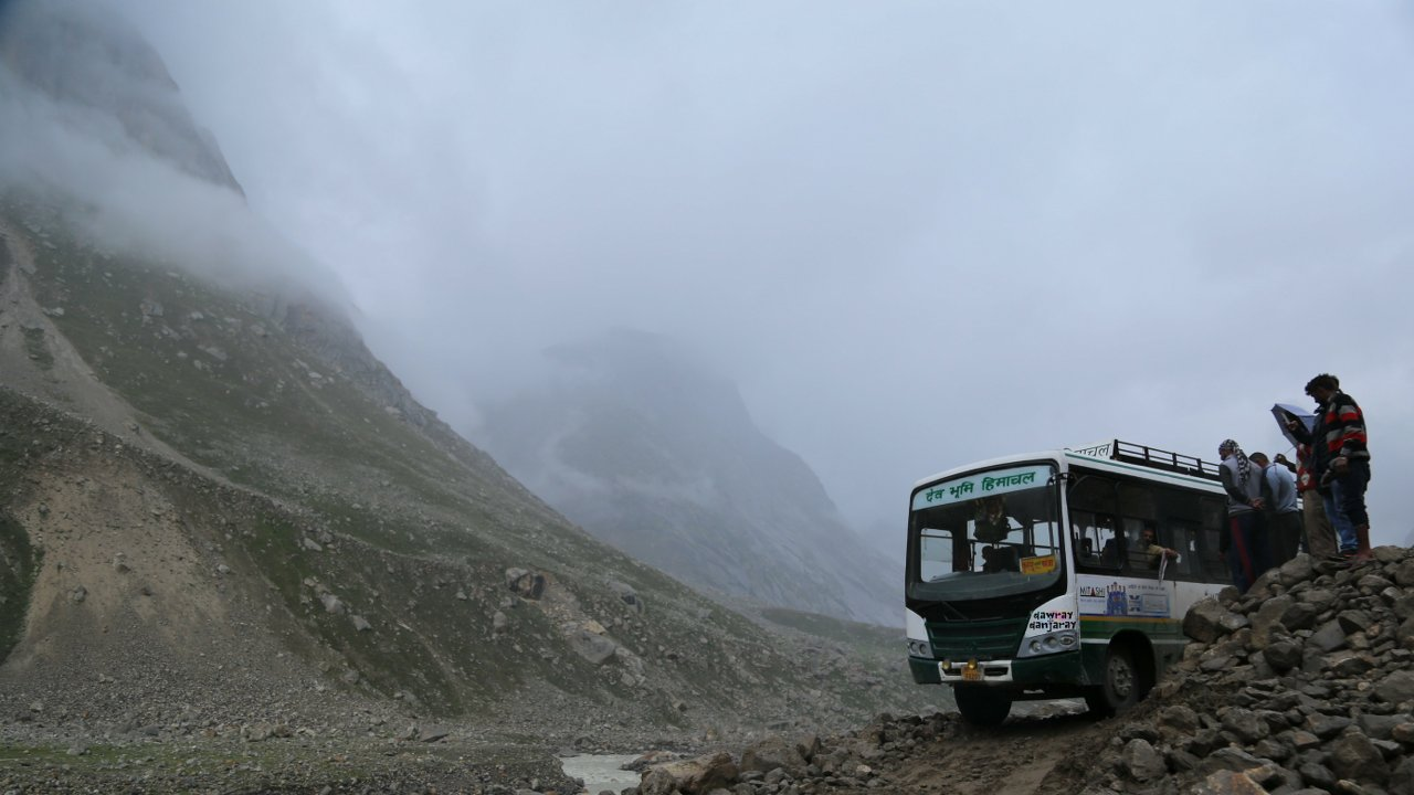 HRTC in Spiti delivers the mail in harshest conditions of life in Spiti