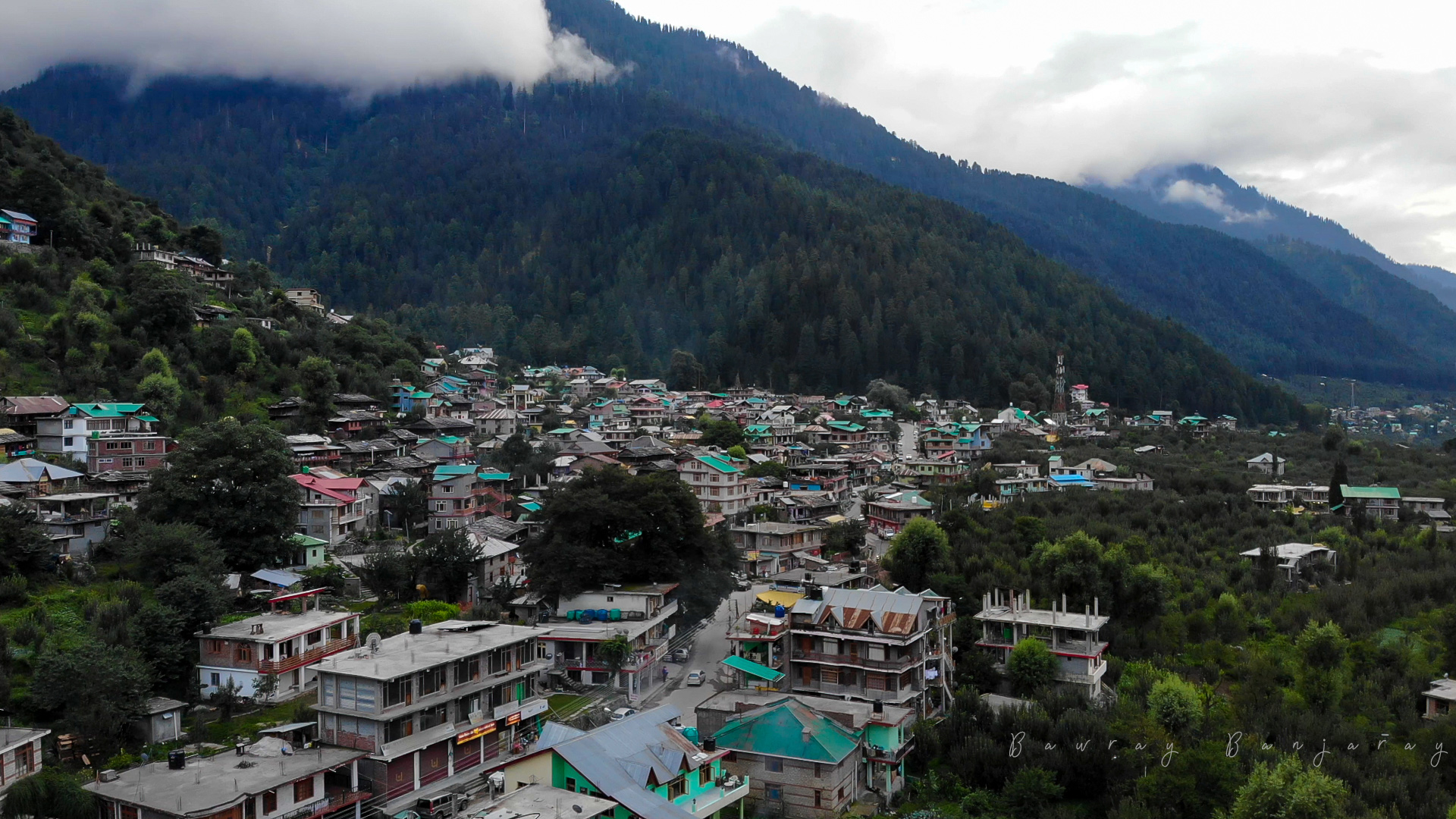 Jagatsukh is just 15 minute ride from Manali Bus Stand
