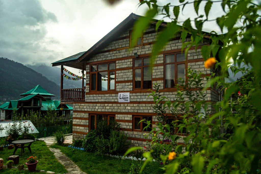 Lagom stay is one of the best Homestay in Manali where you can have the feel of work from mountain.