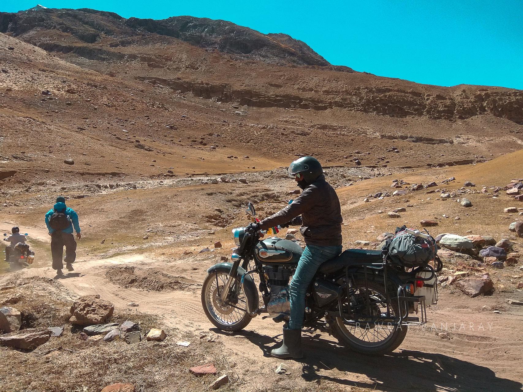 Bikers at Kunzum pass