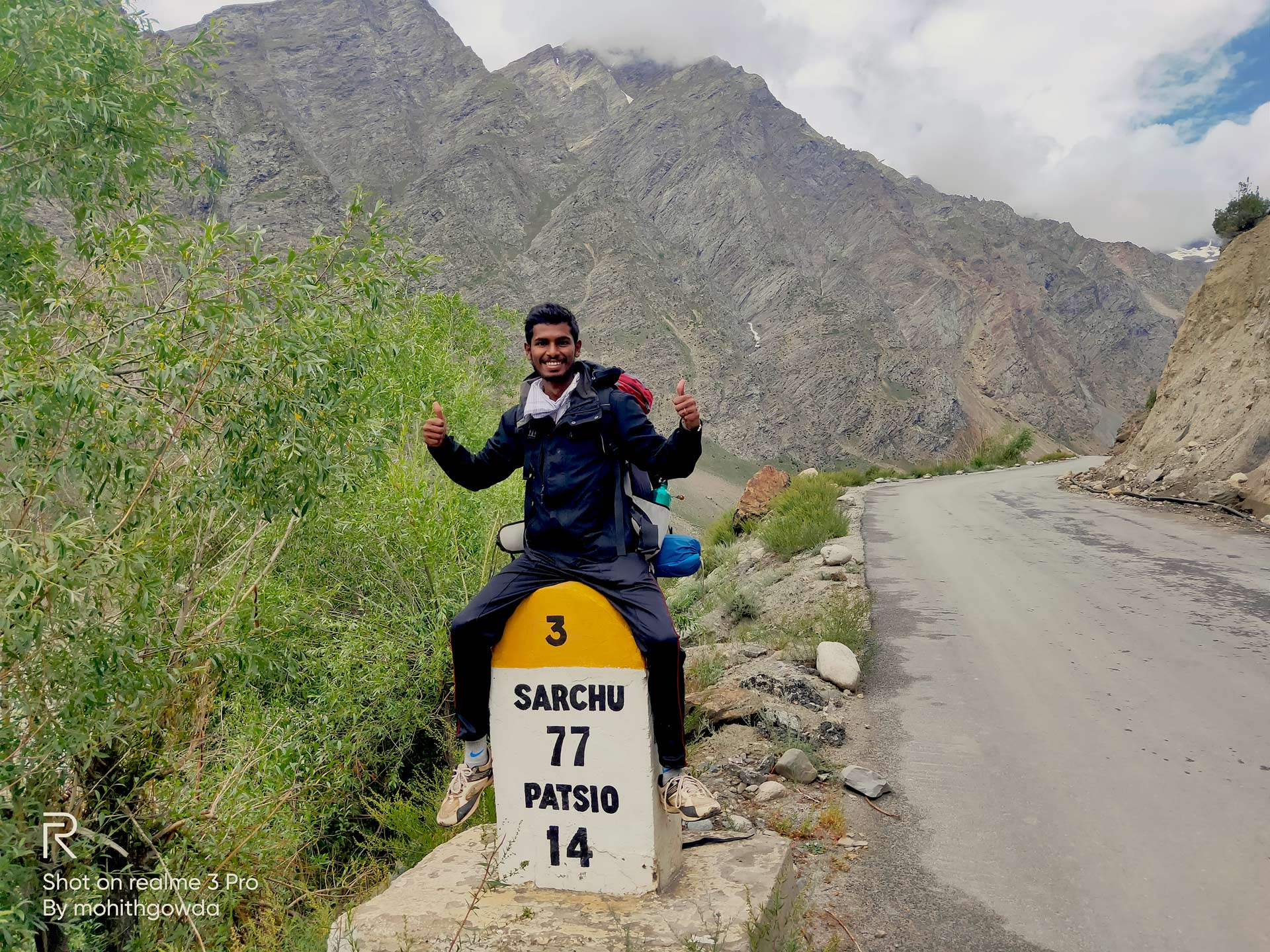 Mohith Gowda near Sarchu on his wal from Manali to Kharadung La
